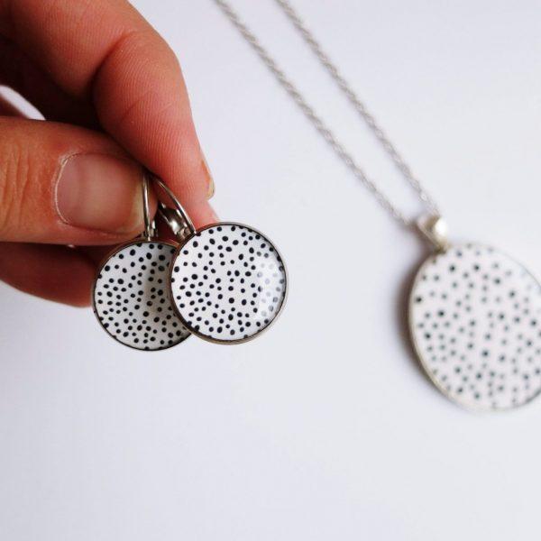 Náušnice bílé s puntíky