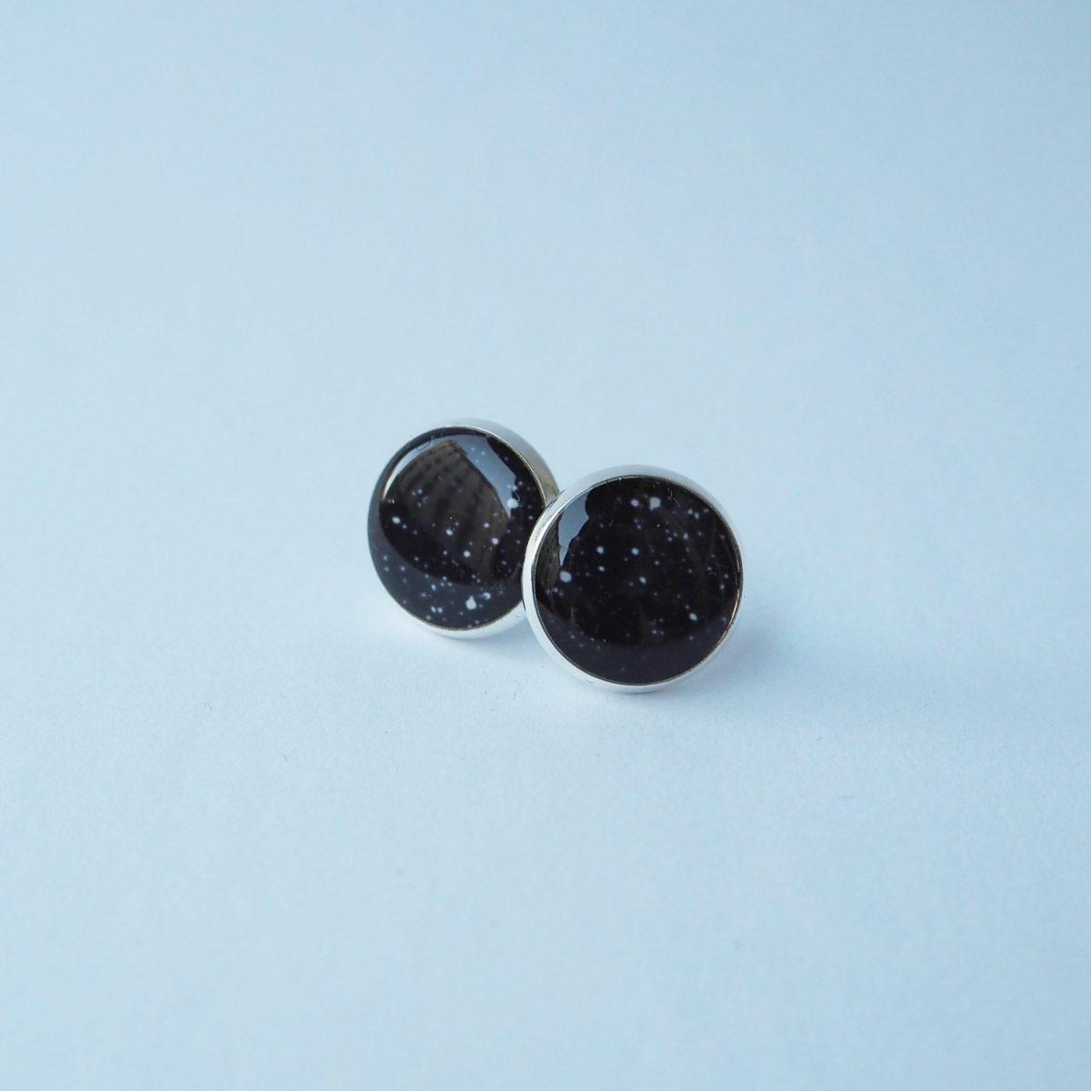 Náušnice pecky černé s puntíky